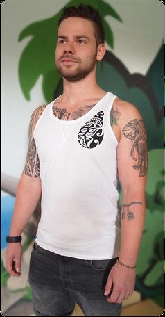 Herren Männer Shirt Top weiß Südsee Mode, Qualität, nachhaltig, Tatau, Maori, Tattoo, polynesisch, bio, fair, organic, handmade, Unikat, besonders, individuell, Muster, Tribal, Shirt, Top, Köln, hand-bedruckt, Siebdruck, Urlaub, tropisch, kaufen