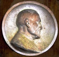 Eglise Saint-Martin de Revelles: médaillon de l'abbé Calippe- 1930