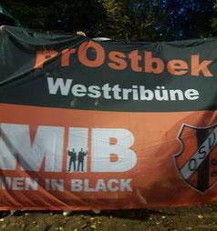 Die Fans präsentierten ihre neue Zaunfahne. Foto: Reß