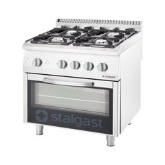 Gasherd, Elektroherd und Induktionsherd in einer Großküche mit einem Backofen