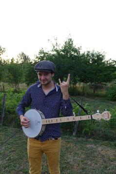 Rafi, le chanteur du groupe La Punkaravane.