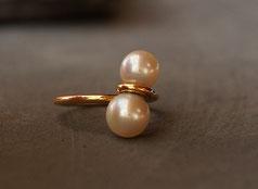 eleganter Goldring mit zwei Perlen Unikat vom Goldschmied