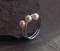feiner Silberring mit drei Perlen handgemacht vom Goldschmied
