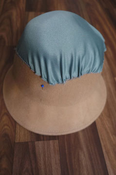 Fabric sewn to the top of the hat. DIY Regency Bonnet Tutorial (© Nina Möller)