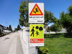 Schild Elternhaltestelle in Wilhering