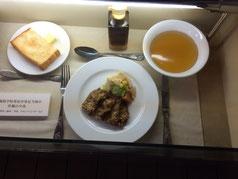 札幌農学校寄宿舎の洋食(開拓記念館より)