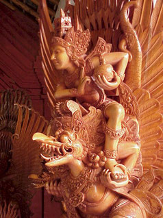 Vishnu sobre su montura. Talla balinesa