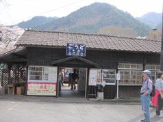 登録文化財の神戸駅建屋