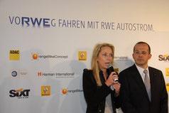 Carolin Reichert, Leiterin E-Mobility bei der RWE Effizienz GmbH, und Achim Schaible, Vorstandsvorsitzender der Renault Deutschland AG