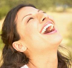 La risa brinda una sensación de bienestar.