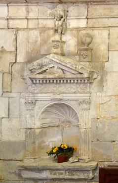 La piscine fleurie de l'église d'Harbonnières