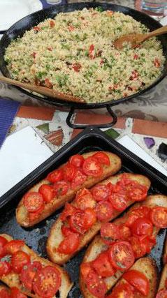 Romatisches Abendessen auf der Dachterrasse bei Sonnenuntergang auf der Bio Finca in Spanien, Costa Blanka, Nahe am Mittelmeer in ruhiger Alleinlage, alles gesund und erholsam ohne WLAN