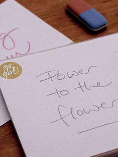 Notizblock DIN lang mit Blüten und Blumen. Kleiner Alltagshelfer der dich nichts mehr vergessen lässt. 100% Recyclingpapier, geduckt in Deutschland. Lazy Day paper Papeterie.