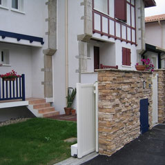 Sliding gate motorised with AKIA wheeled automation equipment
