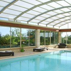 Cobertores de piscina de techo motorizado, con los automatismos de ruedas AKIA France