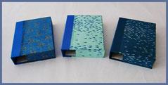 Kassetten mit nepalesischen Daphnepapieren bezogen