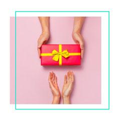 Erhalten Sie hier Ihren persönlichen Geschenkgutschein von Vitaface Kosmetikstudio in Hamburg-Niendorf. Erleben Sie wirksame und naturnahe Wirkstoffkosmetik bei Vitaface Cosmetics in Hamburg Niendorf/ Schnelsen