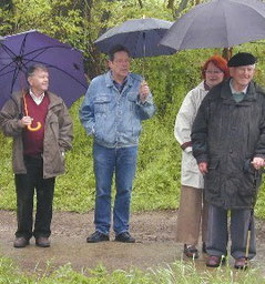 NABU Aachen-Land  gut beschirmt (von rechts: Gerhard Moll, Wolfgang Voigt, Karl Gluth)