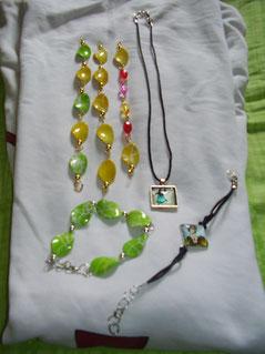 Pulseras y collar artesanal