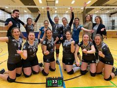 DSC-Damen-2 jubeln nach dem knappen 5-Satz-Sieg in Hilden