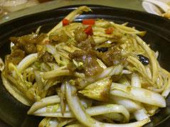「娃娃菜」と呼ぶ小さな白菜の炒めもんです。