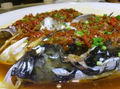 「双鱼头」は名前の通り魚の頭。さらにココに麺を入れてくれました。