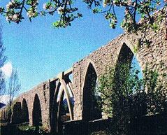 Alpuente se encuentra a una distancia desde València: 96 kilómetros (una hora y 13 minutos en coche)