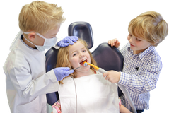 Was wird alles bei der Prophylaxe in der Zahnarztpraxis gemacht? Hier klicken! (© Claudia Paulussen - Fotolia.com)
