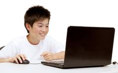 画面上でゲームやアニメを作成しながら学ぶ。こども向けプログラミング教室