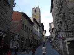 中世の街並みが残る坂道