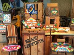 ハワイ オアフ島 ワヒアワ ハワイアンサインギャラリーのハワイ風の看板 カラフルなサンプル看板 サインボード 表札