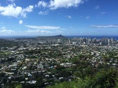 ハワイ オアフ島 昼間のタンタラスの丘からの景色 ダイヤモンドヘッド、海まで一望