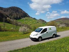 """Der Nissan e-NV200 Elektrotransporter von """"Frisch & Regional"""" unterwegs im Baselbiet"""