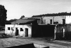 Ein Teil der abgebrannten Stallungen nach ersten Aufräumungsarbeiten