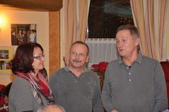 Überbrinung der Glückwünsche durch Margit Haslauer und Eduard Attorf (v.l.)