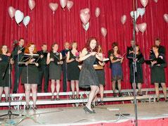 »Liebe, Liebe und nochmals Liebe« war das Motto des Konzerts des Johannes-Brahms-Chors Karlstein unter Leitung von Petra Weiß-Lorenz am Sonntag in Großwelzheim. Foto: Doris Huhn
