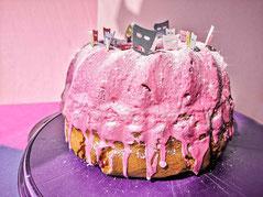 Kuchen mit Diamond Icing, Diamond Dust und Esspapier-Masken.