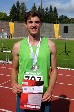 Felix Holzheu ist zufrieden mit Silber und persönlicher Bestleistung über 4,00 Meter