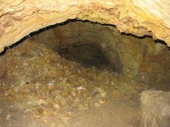 Couloir du souterrain de l'église d'Aubigny mis au jour par le GVSPA