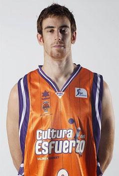 Víctor Claver Arocas (Valencia, 30 de agosto de 1988). Estudió en el colegio Maristas de Valencia.