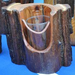 Soliflore dans écorce de bois