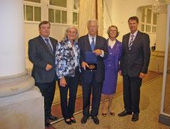 Vorstand der Lichtwark Gesellschaft und Ehepaar Schües