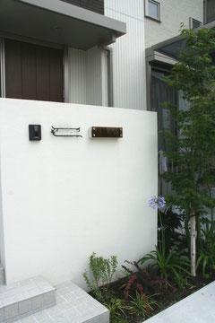 門壁は玄関ドアを隠す効果も