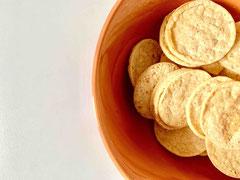 Proweightless Hühnchen-Mais-Tortilla-Chips in einer Schale.