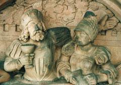Ein Teil der Figuren wurden vor längerer Zeit  mit Mörtel ausgebessert