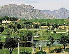 Campo de Golf El Plantio 32 km   van Villa Cas del lago