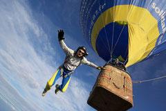 Largage de parachutiste depuis une montgolfière