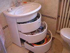 Badezimmerschrank mit Schubladen