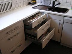 Küchenzeile mit Schubladen