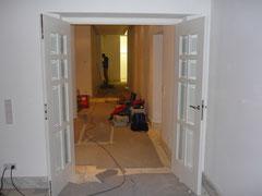 individuell gefertigte doppelflügelige Tür